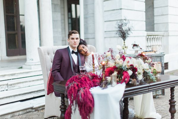 gothic-glam-fall-wedding-ideas71-600x400