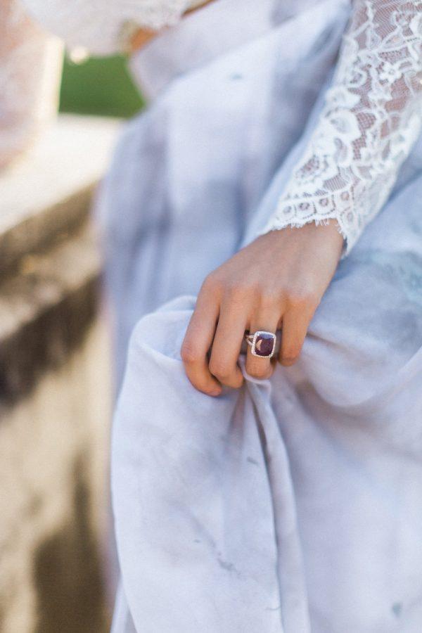 gothic-glam-fall-wedding-ideas04-600x900