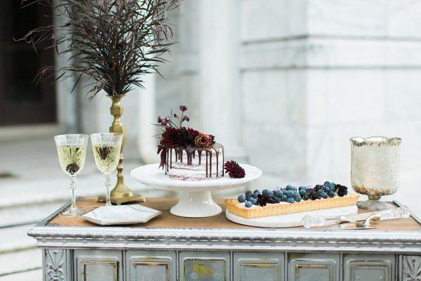 gothic-glam-fall-wedding-ideas43-600x400