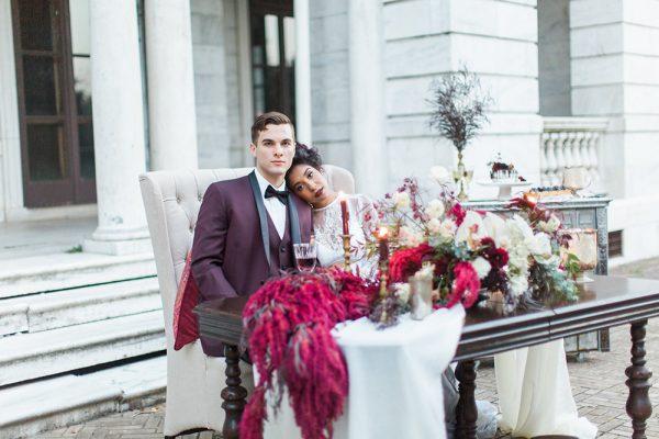 gothic-glam-fall-wedding-ideas71-600x400