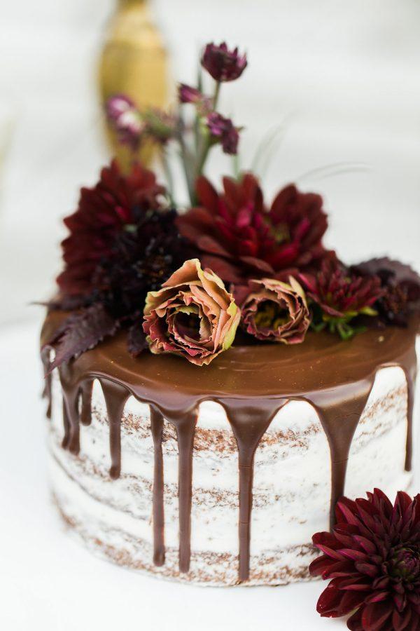 gothic-glam-fall-wedding-ideas82-600x900