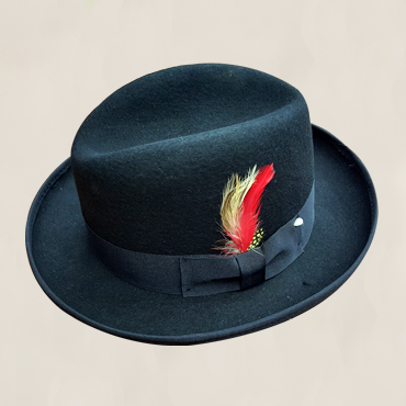 HFEDBLK - Black fedora with a red feather. Comes in sizes S, M & L
